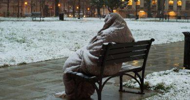 Vörös kód riasztás lép életbe szombaton a várható extrém hideg miatt.