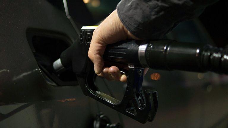 Továbbra is csökken a benzin és gázolaj ára