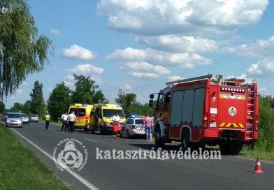 Nádasba csapódott egy autó Balatonkeresztúrnál