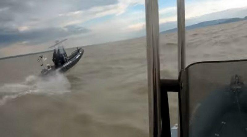 Látványos videót készítettek a vízirendőrök