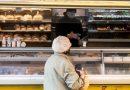 Hétköznap 9 és 11 óra között csak az idősek vásárolhatnak a boltokban – VIDEÓ