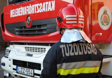 Motorossal ütközött össze egy mezőgazdasági vontató Böhönyén